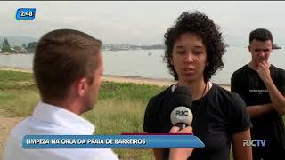 Jovens Realizam Limpeza Na Orla Da Praia De Barreiros, Em São José