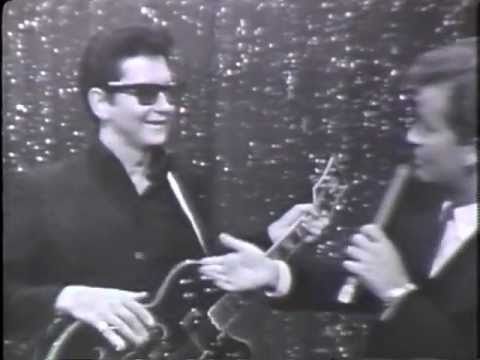 """""""OH, PRETTY WOMAN"""" - Roy Orbison on American Bandstand 1966"""