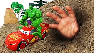 Watch the terrible hands in cave! Assemble broken McQueen and the Hulk! | DuDuPopTOY