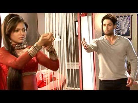 RK Madhubala Scene: Madhubala SLITS her WRIST - Behind the Scenes