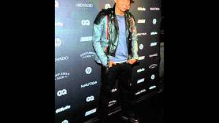 Chris Brown - Between The Lines Feat. Kevin McCall