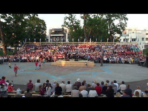 EKRE toetajad laulsid Pärnus koos staaridega vaba rahva laulu Uued Uudised Täiendatud kogu sündmus