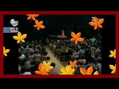 Les feuilles mortes chantées par Grace Jones. (Autumn leaves).