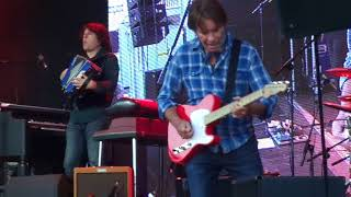 John Fogerty - Lookin' Out My Back Door (Live at Wrightegaarden, Langesund, 1/07-17)