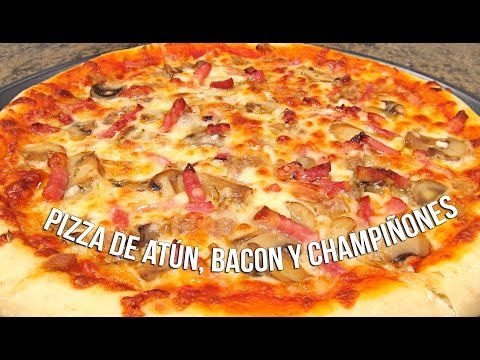 Pizza de atún, bacon y champiñones
