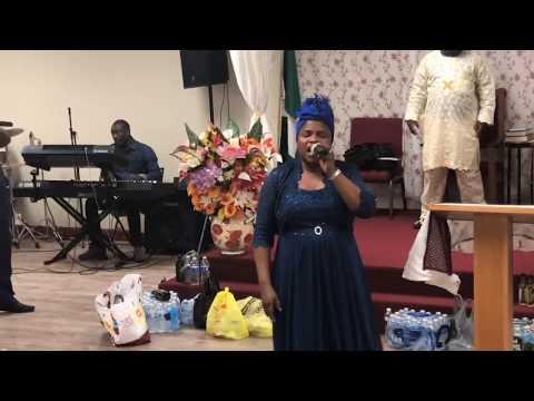 """Bisi Alawiye Aluko  Ministering in song """"Ma Je N're Danu""""  Live in Philadelphia"""