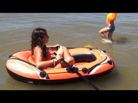 Barca hinchable infantil con remos de tuverano.com