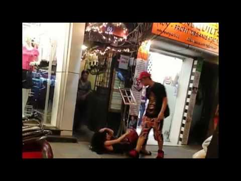 [HOT] Yanbi túm tóc, đánh Andrea ở phố Hàng Trống