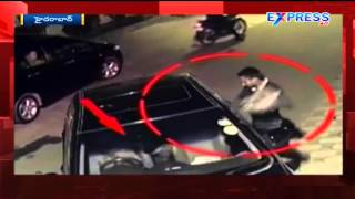 CCTV footage of live robbery at hyderabad - Express TV