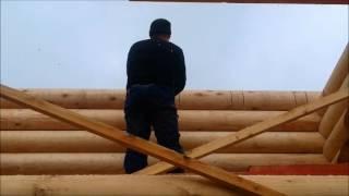 Строительство дома из оцилиндрованного бревна, врезка стропил