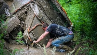 preview picture of video 'Nissan Patrol Winching Trough!'