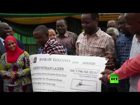 العرب اليوم - شاهد: عامل منجم في تنزانيا يُصبح مليونيرًا بعد بيعه لـ2 من الأحجار النفيسة