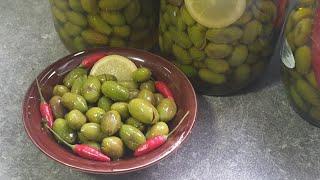 Eingemachte grüne Oliven nach Omas Art/eingelegte gefüllte Oliven nach Makdus Art