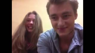 "Леша Воробьев и Тася Вилкова на съемках сериала ""Деффчонки""."