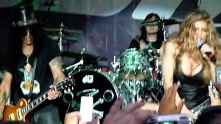 Slash, Myles Kennedy and Fergie - Barracuda