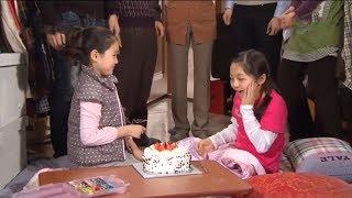 Heri tổ chức sinh nhật cho Sin E, cả hai trở nên thân thiết hơn