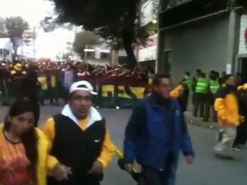 """""""Entrada de la LGUS -The Strongest vs Internacional de Porto Alegre - Copa Libertadores 2015 -"""" Barra: La Gloriosa Ultra Sur 34 • Club: The Strongest"""