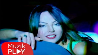 Ebru Gündeş - Akıllı Ol  (Official Video)