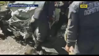 Страшное лобовое столкновение двух автомобилей произошло в Днепропетровской области