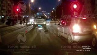Машина с мигалками сбила женщину с ребенком в Кузбассе