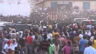 Umati wa wakazi wa Kigoma Mwanga wakimsindikiza Mgmbea Urais kupitia CHADEMA, Mhe. Edward  Lowassa