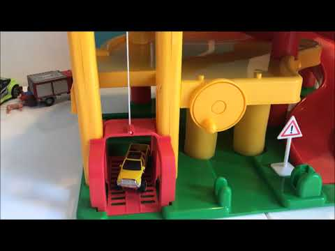 Spielen mit Autos - Fahrzeugen - Parkgarage für Kinder