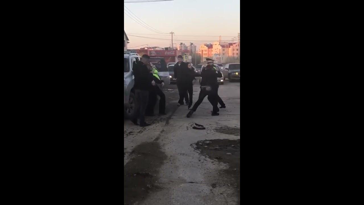 Драка с сотрудниками ДПС в Якутске