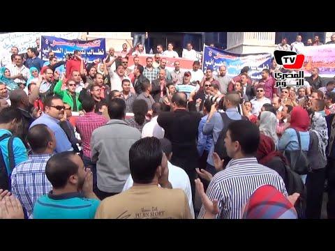 مظاهرة لموظفي الضرائب: «قول للسيسي وقول لشريف.. الضرايب على الرصيف»