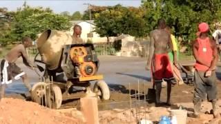 preview picture of video 'Kimbilio - Kylätalon lattianvalu - 14.2.2013 - Morogo, Tansania'