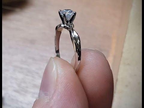 bbcaeb581bda Creación de anillo de compromiso en oro blanco - смотреть онлайн на ...