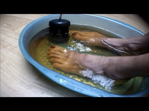 , title : 'Could Detox Foot Baths Actually Remove Toxins From Your Body?'