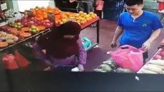 20180702_Stomp_Auntie asks fruit seller for