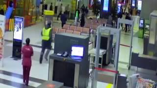 Смотреть онлайн В Казани в аэропорт въехала машина