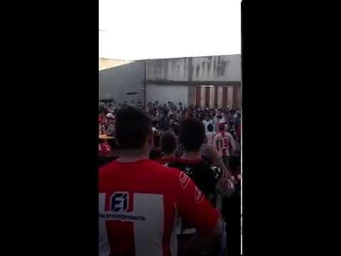 """""""Los capangas tema nuevo gloria vos sabes que te quiero"""" Barra: Los Capangas • Club: Instituto"""
