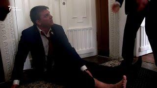 «Андрюха, вставай, не исполняй» – охоронці Кернеса винесли Лесика із сесійної зали міськради
