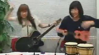 コレは酷い佐倉綾音と矢作紗友里がノリノリで楽器を奏で続ける動画…非常に残念な音楽センスのあやねるとパイセン。-_-。