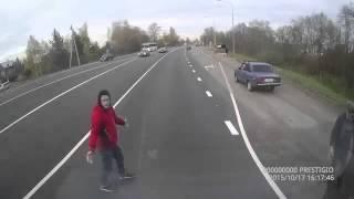 Автомобиль сбил девушку под Гатчиной