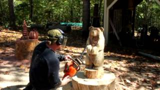 Time lapse chainsaw carving a small brown bear, by Mark Poleski