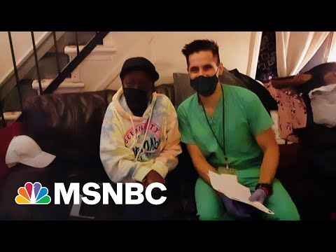 Nurse Practitioner Rushes To Vaccinate Those Homebound Before Doses Expire | The Last Word | MSNBC