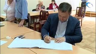 На выборах проголосовали известные политики, общественники и представители власти