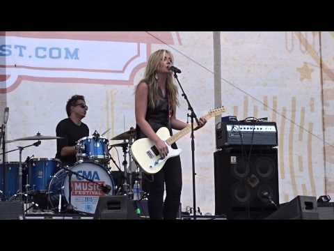 "Clare Dunn ""Move On"" - 6-10-2015 Mp3"