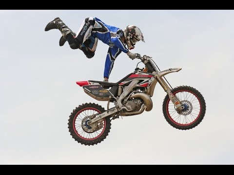Download Dangerous Bike Stunts 2017 | Yamaha Bike stunts | Amazing Bike stunts 2017 street food HD Mp4 3GP Video and MP3