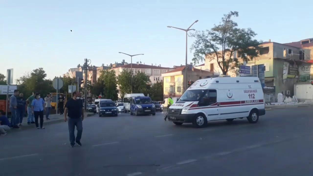 Tofaş Kavşağında Trafik Kazası: 1'i Ağır 2 Yaralı