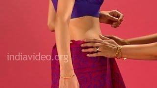 How to wear a Bandhani Saree in Gujarati Style