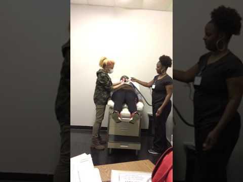 Kung paano dagdagan ang dibdib na batang babae na gamit ang exercise