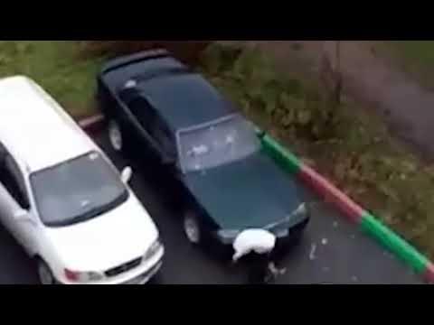 Нападение на Toyota Camry, бывшей жены со сковородкой