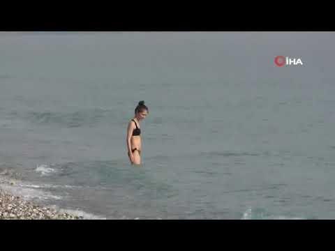 Antalya'da kış günü sahiller doldu taştı