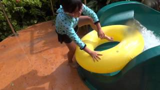 preview picture of video 'アウトリガーホテル(グアム)のウォータースライダー Water slide at Outrigger Guam Resort 2'
