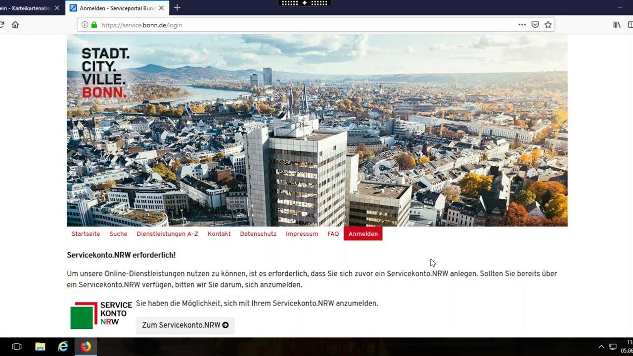 Bianca Dembach erläutert das Bürgerserviceportal der Stadt Bonn
