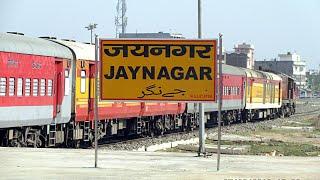 preview picture of video 'Gangasagar Express Departing From JAYNAGAR'